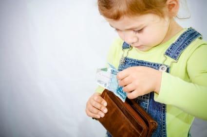 Khiến các con có những định hướng sai về cách kiếm tiền